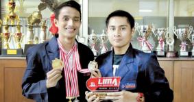 Tim Renang Universitas Widyatama Meraih Medali Emas