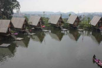 Relaxing di Dusun Bambu