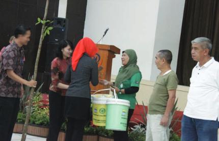 "PEMKOT Bandung & Universitas Widyatama  Peringati ""Earth Day"""